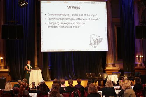 """Cecilia Zadig presenterar """"Kvinnor och ledarskap i svensk media"""""""